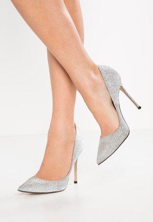 Szpilki - glitter argento