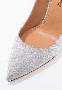 Pura Lopez - Korolliset avokkaat - glitter argento - 6