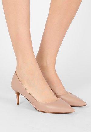 Classic heels - cameo