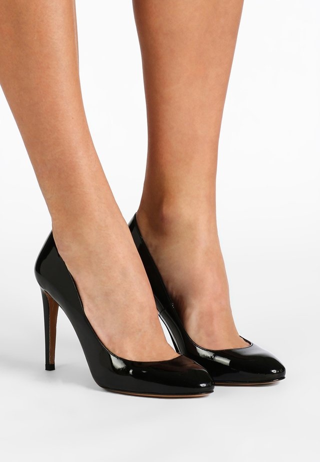 Højhælede pumps - vernice black