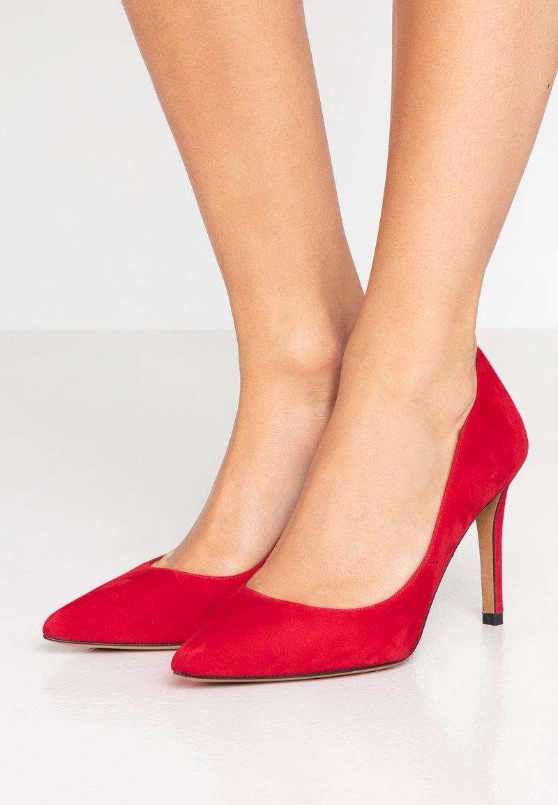Pura Lopez - Høye hæler - red