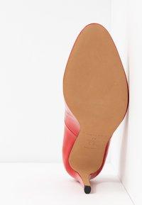 Pura Lopez - Sandaler med høye hæler - vernice red - 6