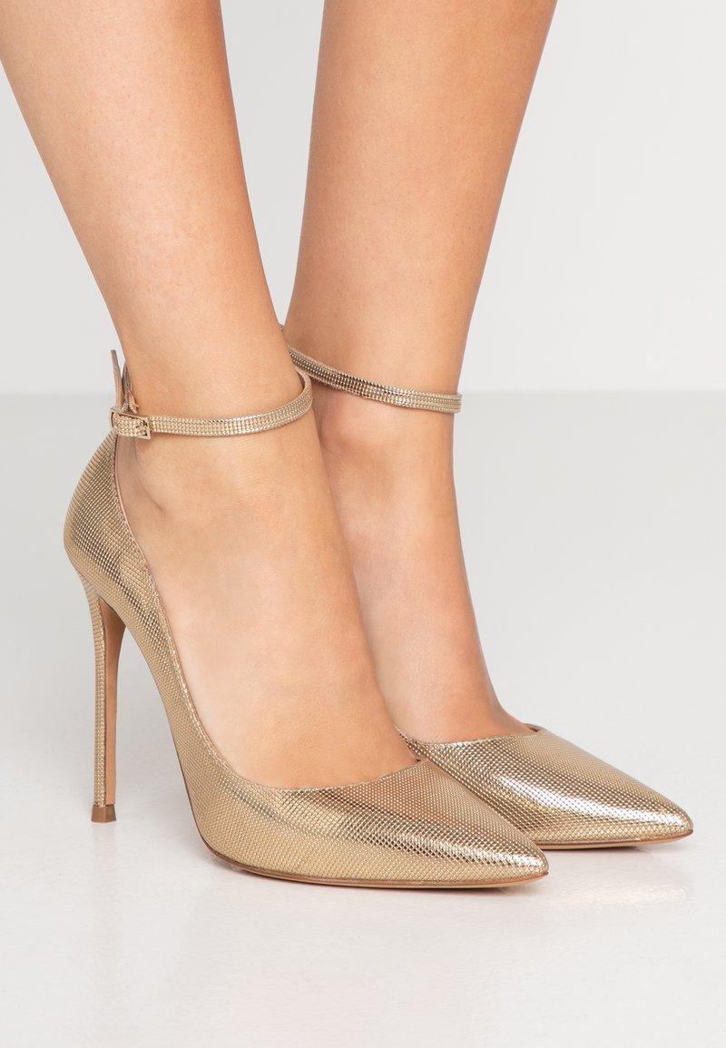 Pura Lopez - Lodičky na vysokém podpatku - gold