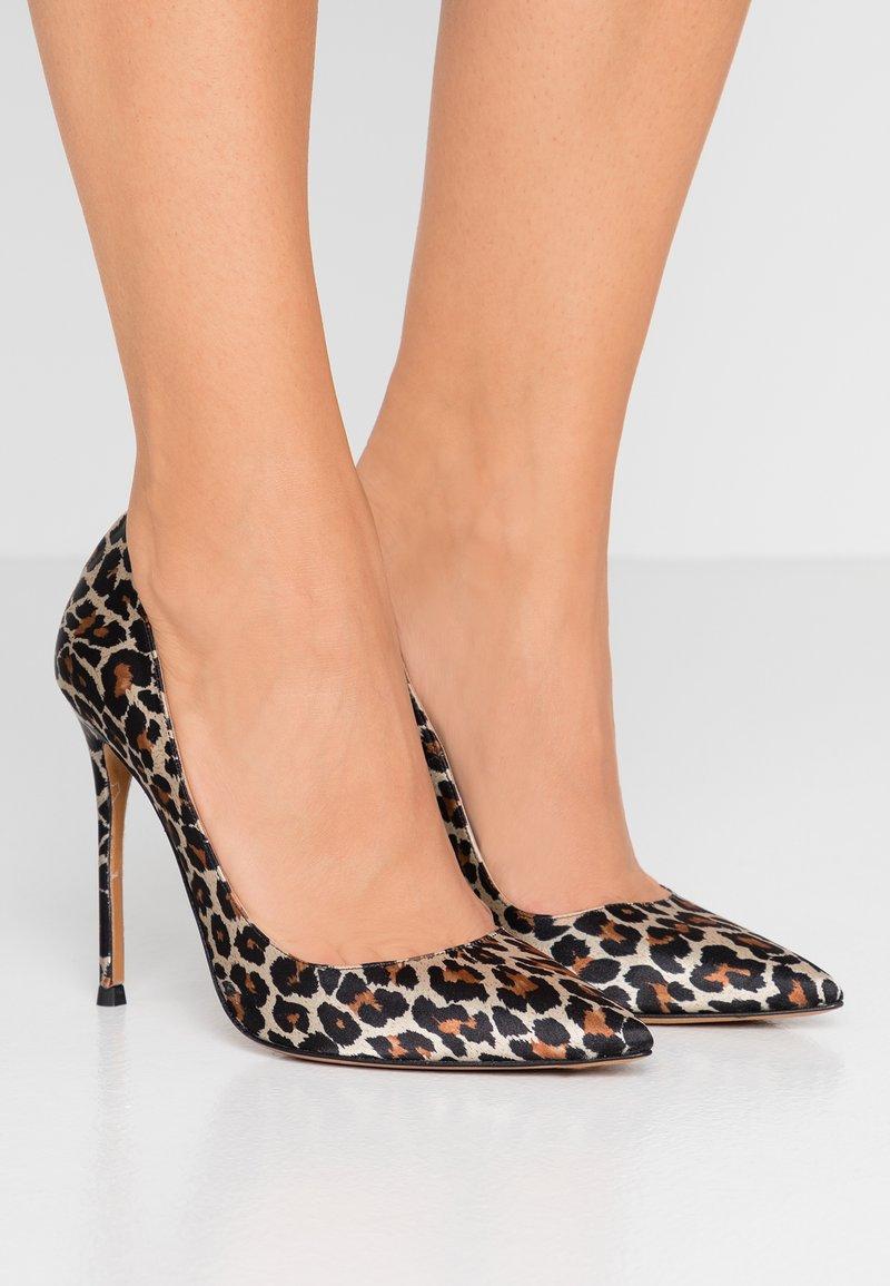 Pura Lopez - High heels - multicolor