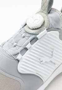 Puma Golf - IGNITE PWRADAPT CAGED DISC - Golfové boty - gray violet/silver/white - 5
