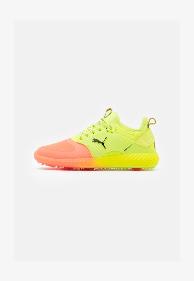 IGNITE PWRADAPT CAGED - Golfskor - nrgy peach/fizzy yellow/black