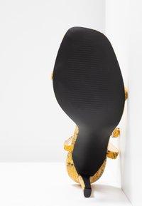 Public Desire - NOTION - Korolliset sandaalit - mustard - 6