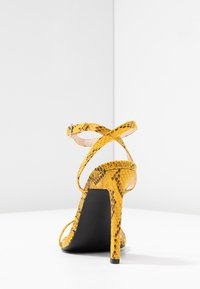 Public Desire - NOTION - Korolliset sandaalit - mustard - 5