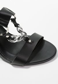 Public Desire - KNOCKOUT - Sandály na vysokém podpatku - black - 2