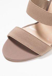 Public Desire - HARPER - Sandály na vysokém podpatku - taupe - 2