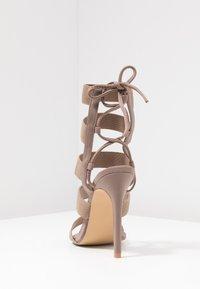 Public Desire - HARPER - Sandály na vysokém podpatku - taupe - 5