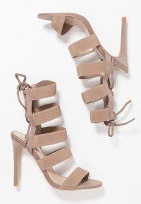 Public Desire - HARPER - Sandály na vysokém podpatku - taupe - 3