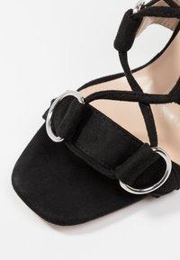 Public Desire - HOOKED - Sandály na vysokém podpatku - black - 2