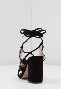 Public Desire - HOOKED - Sandály na vysokém podpatku - black - 5