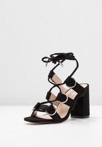 Public Desire - HOOKED - Sandály na vysokém podpatku - black - 4