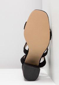 Public Desire - HOOKED - Sandály na vysokém podpatku - black - 6