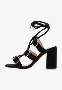 Public Desire - HOOKED - Sandály na vysokém podpatku - black - 1