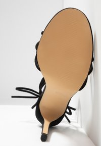 Public Desire - FLEUR - Sandales à talons hauts - black - 6