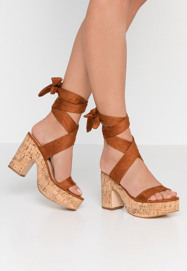 NAÏVE - High heeled sandals - tan