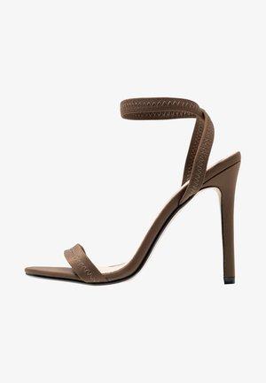 ABYSS - Sandály na vysokém podpatku - khaki