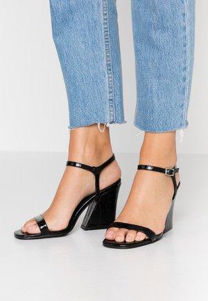 BONUS - Sandály na vysokém podpatku - black