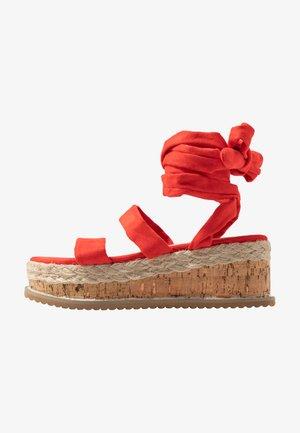 FRESCA - Sandały na platformie - red