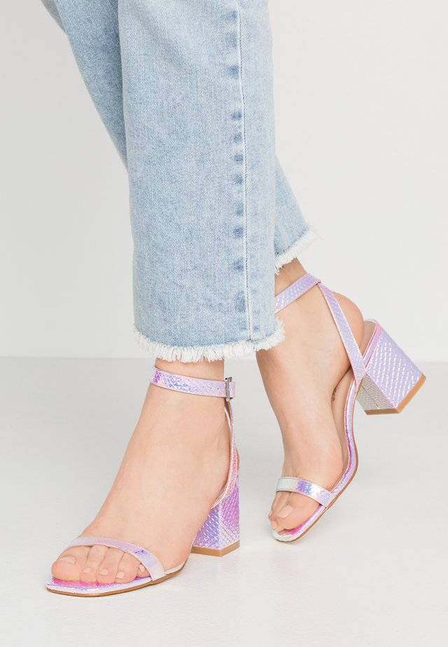 Sandaler - iridescent