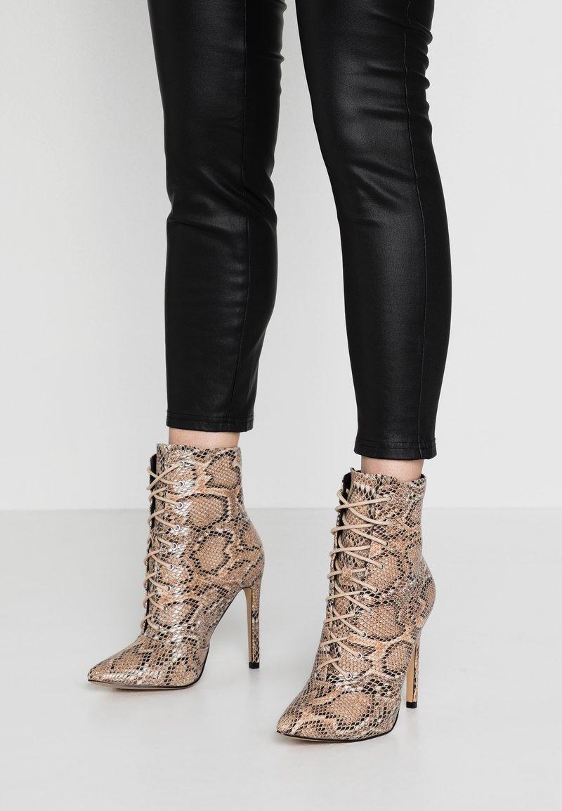 Public Desire - SPECTRUM - High Heel Stiefelette - natural