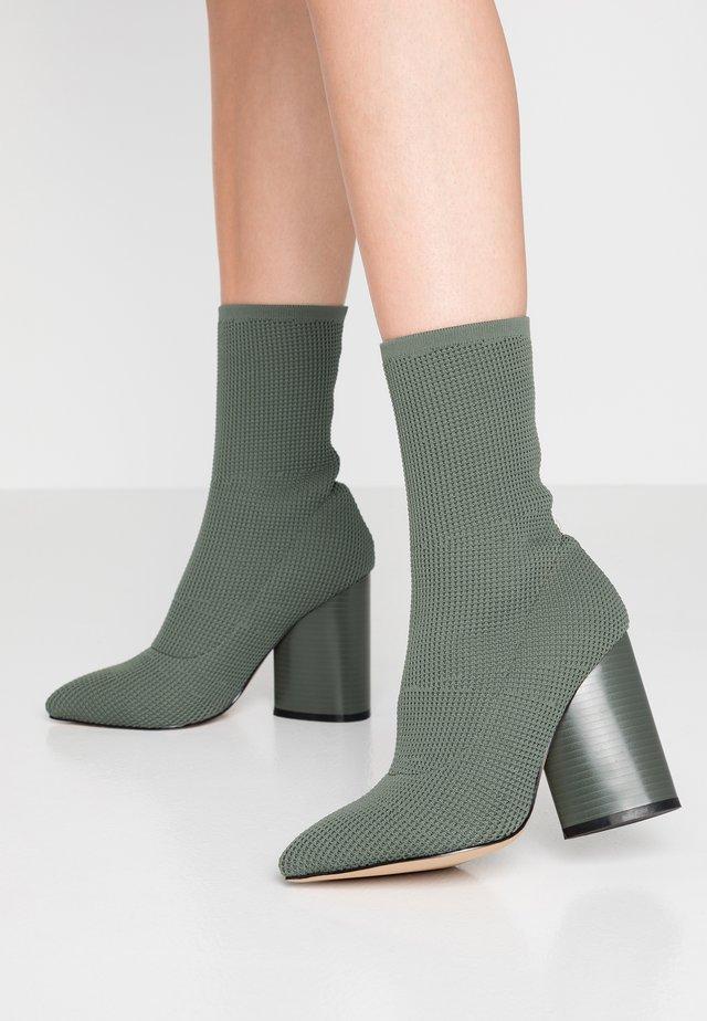 FUSE - Højhælede støvletter - green