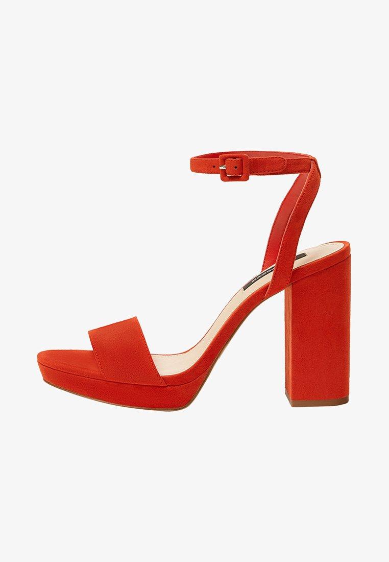 PULL&BEAR - MIT ABSATZ  - Højhælede sandaletter / Højhælede sandaler - red