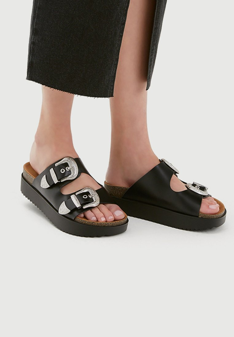 PULL&BEAR - Slippers - black