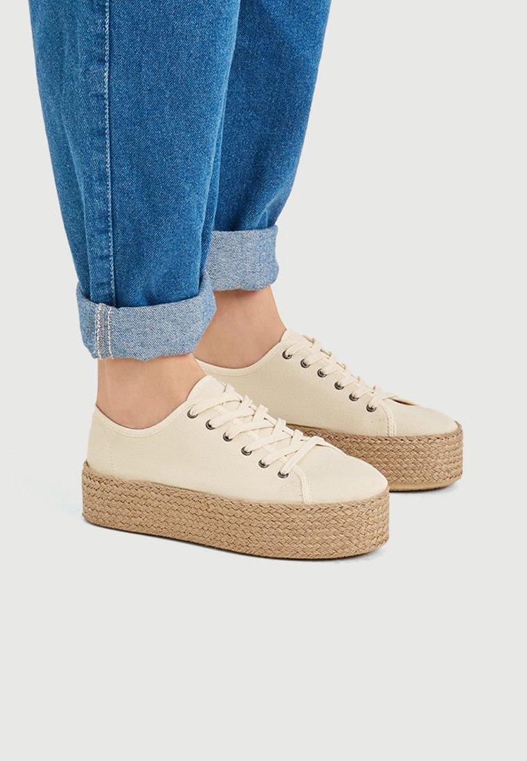 PULL&BEAR - Sneakers - beige
