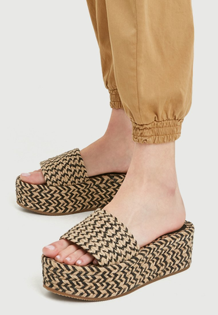 PULL&BEAR - Heeled mules - multi-coloured