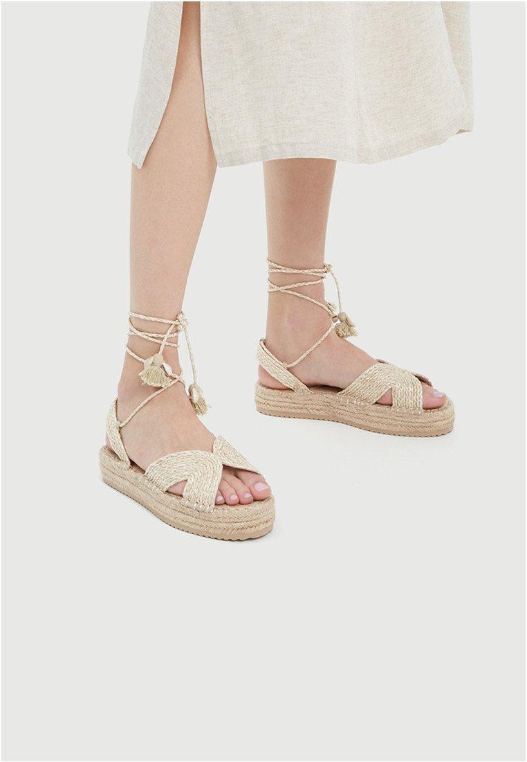 PULL&BEAR - Sandály na platformě - beige