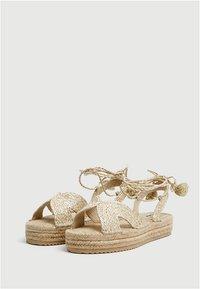 PULL&BEAR - Sandály na platformě - beige - 2