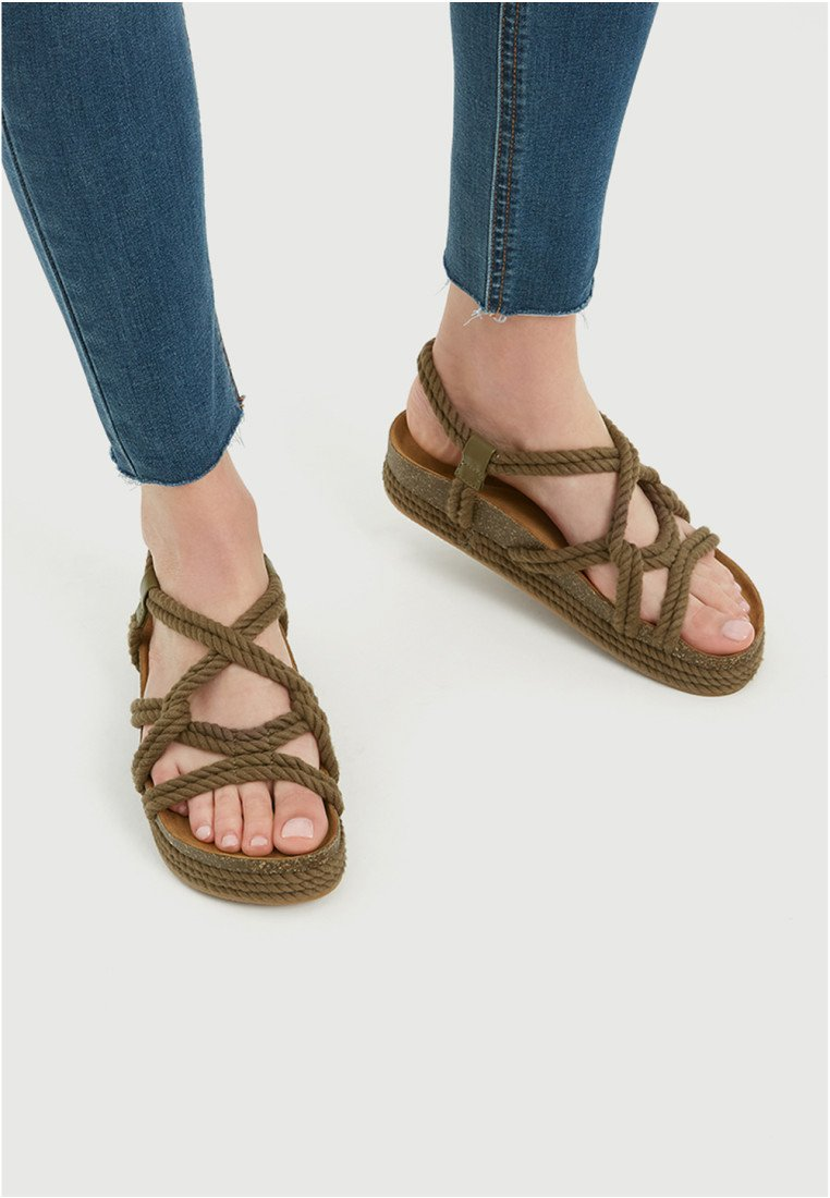 PULL&BEAR - Sandalen met plateauzool - khaki