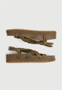 PULL&BEAR - Sandalen met plateauzool - khaki - 4