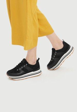 MIT TIERPRINT - Sneakers basse - black