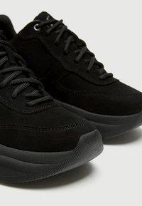 PULL&BEAR - Sneakersy niskie - black - 5