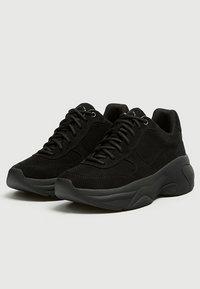 PULL&BEAR - Sneakersy niskie - black - 3