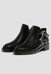 PULL&BEAR - MIT LOCHMUSTER  - Ankle boot - black - 3