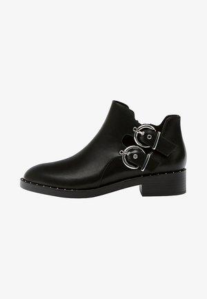 MIT LOCHMUSTER  - Korte laarzen - black