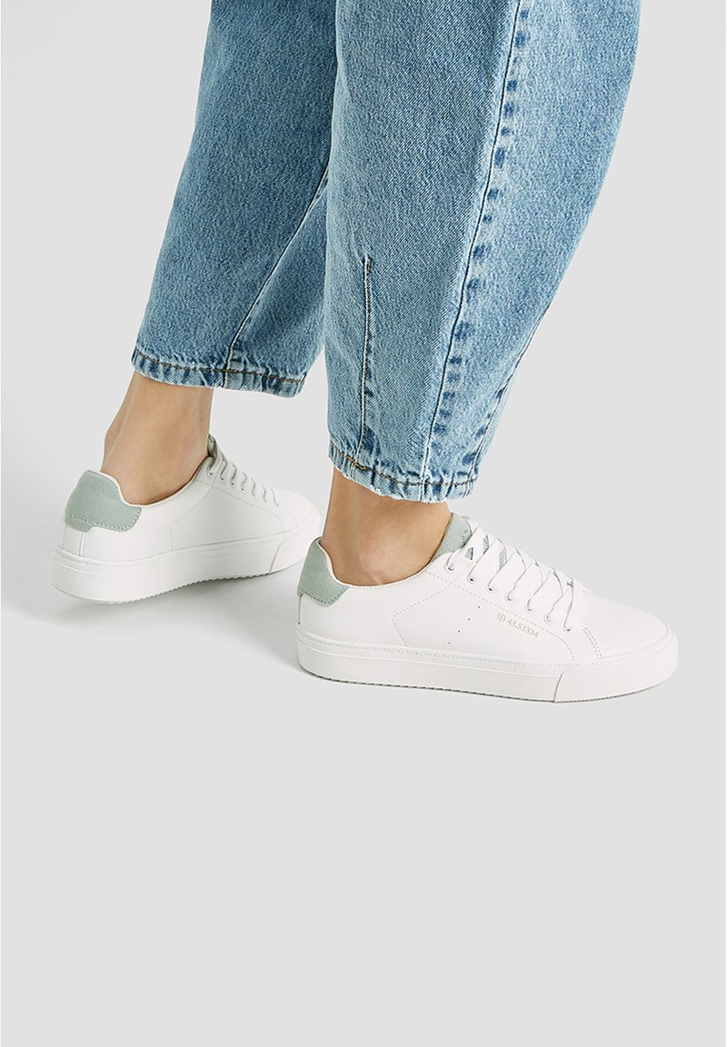 PULL&BEAR - WEISSE BASIC-SNEAKER 15218011 - Sneakers laag - white