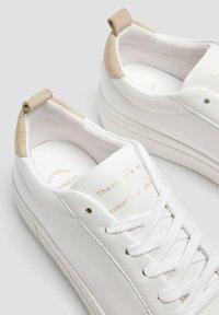 PULL&BEAR - WEISSE, URBANE SNEAKER 15219011 - Sneakers laag - white - 4