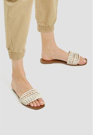 GEFLOCHTENE - Sandales de bain - white