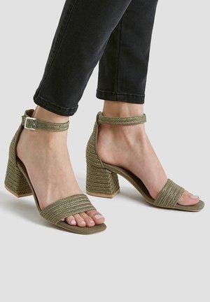 Sandály - khaki