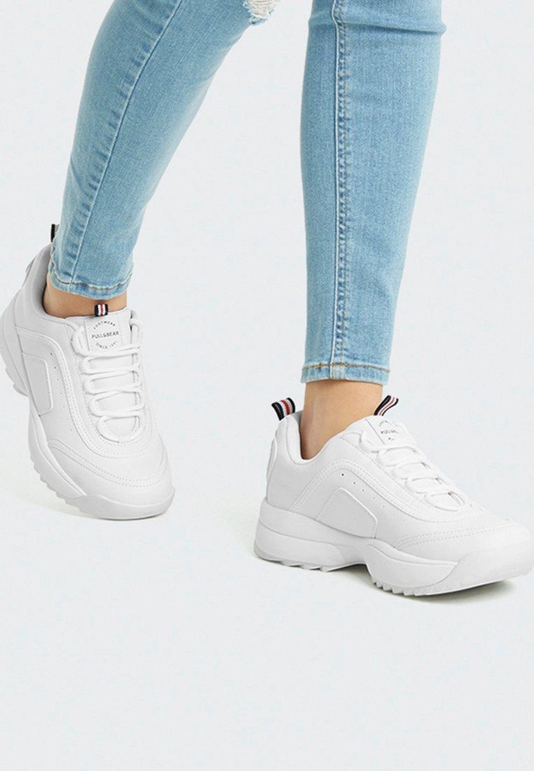 PULL&BEAR - MIT PROFILSOHLE - Sneaker low - white