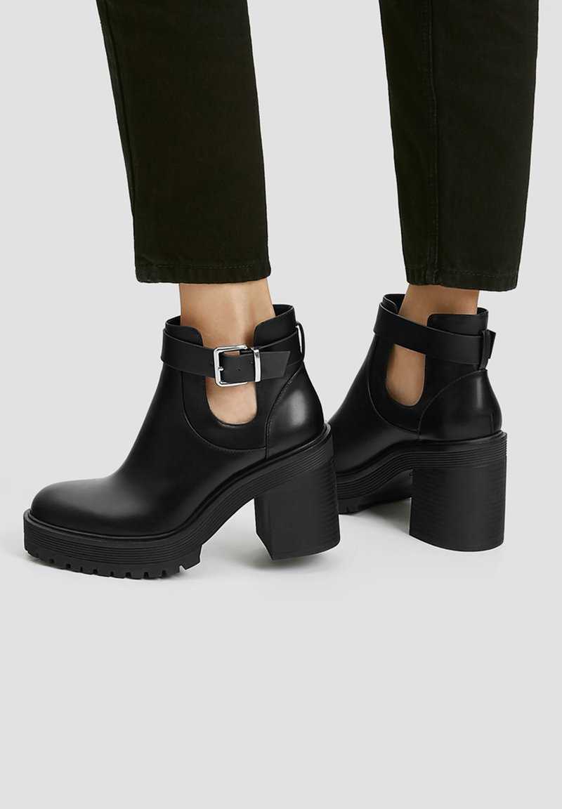 PULL&BEAR - MIT LOCHMUSTER - Kotníková obuv na vysokém podpatku - black