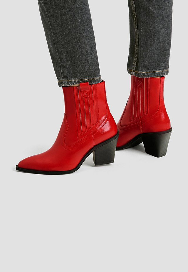 SPITZ ZULAUFENDE STIEFELETTEN MIT ANTIKFINISH IN ROT 11108540 - Classic ankle boots - red