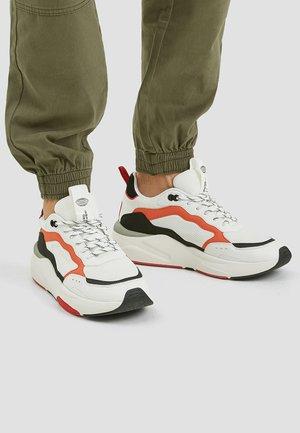 MIT BUNTER  - Sneakers laag - white